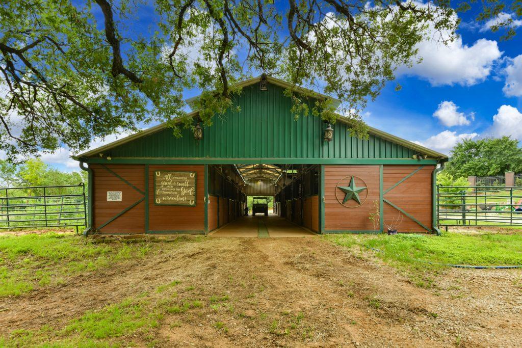 brandee-kelley-group-3436-indian-trail-Barn